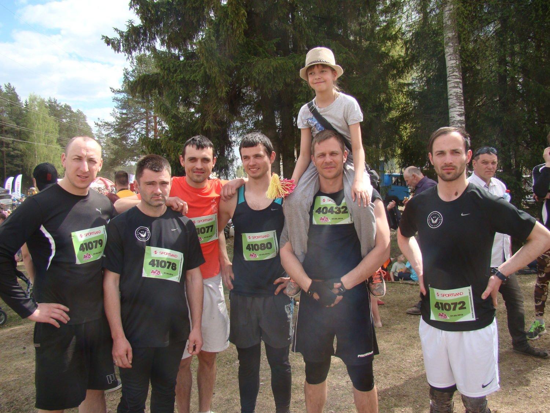 Agris Galvanovskis  kopā ar Sportland darbiniekiem gatavojas startam