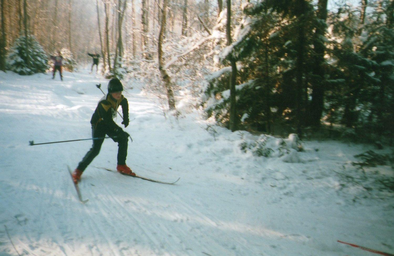 Uz slēpēm