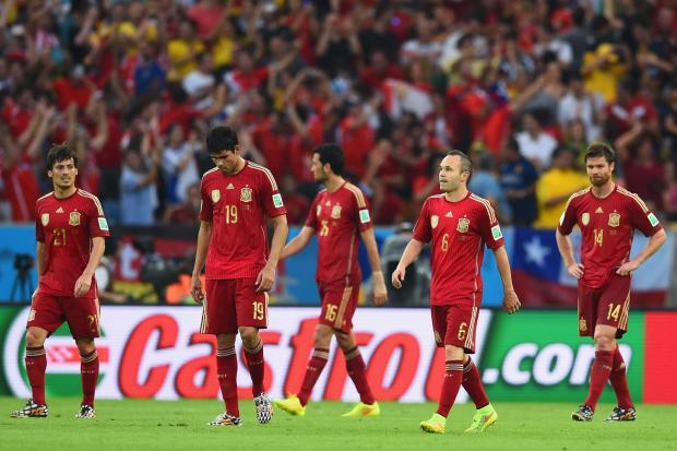 Spānijas izlases ''smadzenes'' Andress Injesta ar komandas biedriem.  Foto: UEFA.com