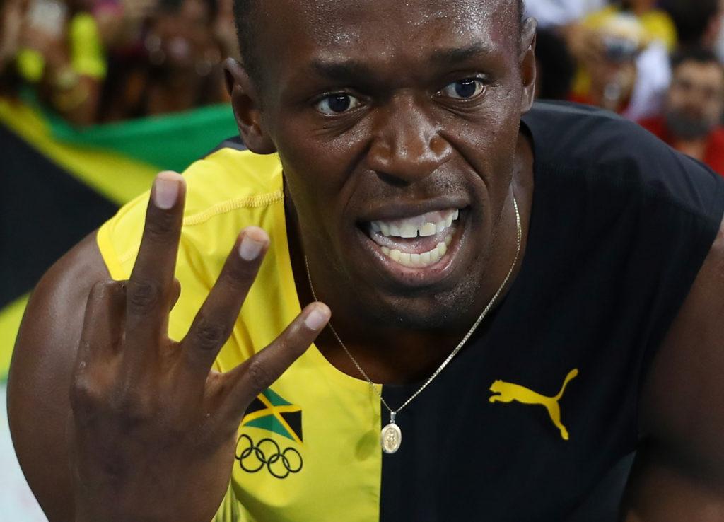 Foto: LETA/Reuters - Useins Bolts pēc stafetes skrējiena finiša Rio olimpiādē
